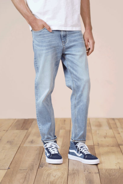 Light blue tapered Jeans with ankle-length
