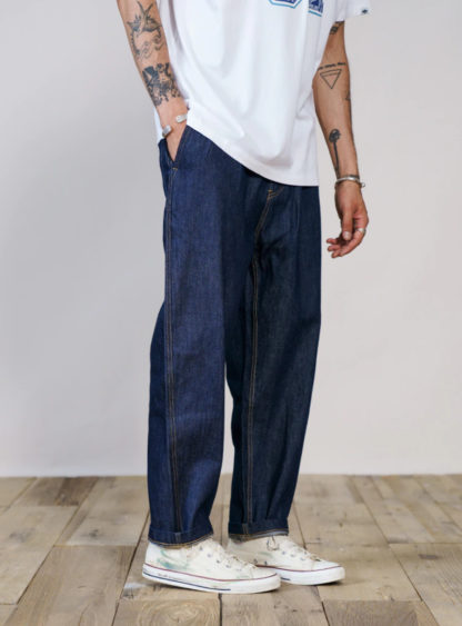 Loose tapered jeans in blue